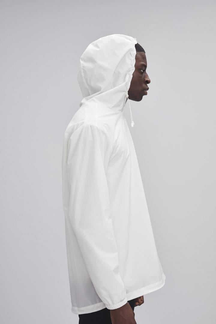 Makia — bílý pullover s kapucí — pánský — jaro/léto 2019