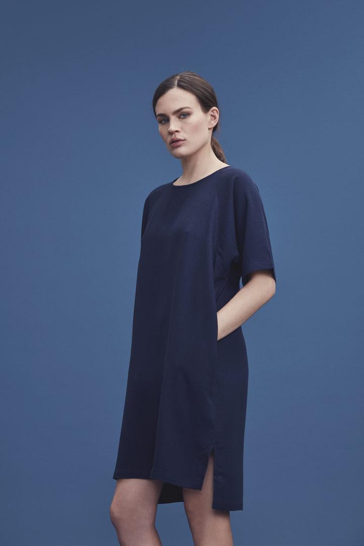 Makia — jarní/letní šaty ke kolenům s krátkými rukávy — modré — jaro/léto 2019
