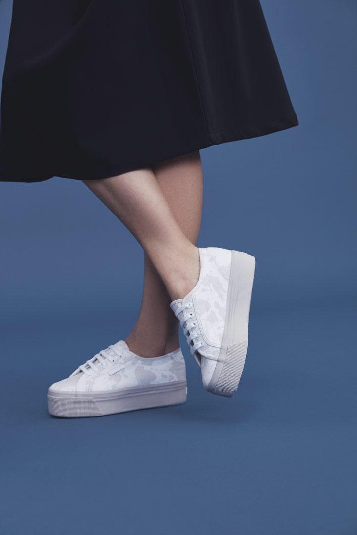 Makia — upstep tenisky — bílé s šedým maskáčovým vzorem — jaro/léto 2019