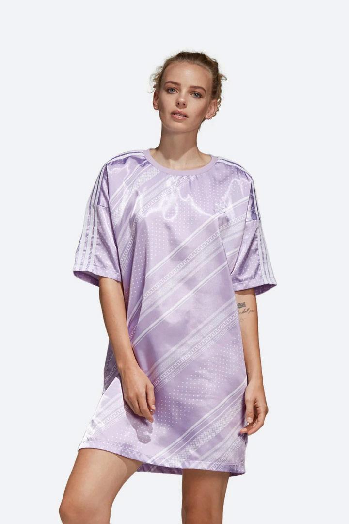 adidas Originals Trefoil — letní šaty s geometrickými vzory — dámské — lesklé saténové — sportovní — světle fialové