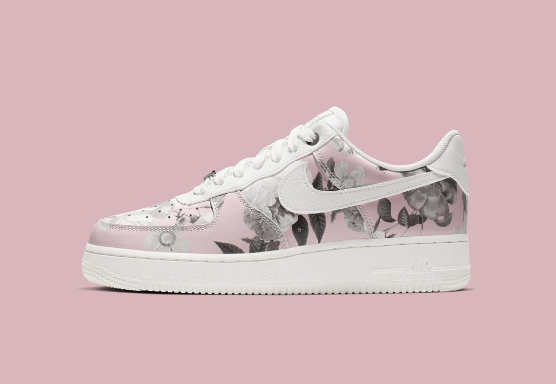 Nike Air Force 1 '07 LXX Floral — dámské boty — růžové s květinovým vzorem — tenisky — sneaker