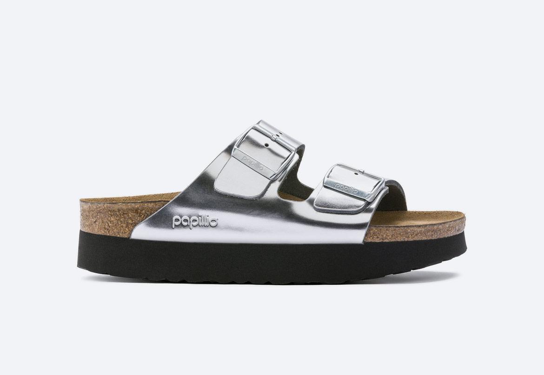 Birkenstock — pantofle na platformě — dámské — Arizona Platform — letní korkové nazouváky — stříbrné, metalické