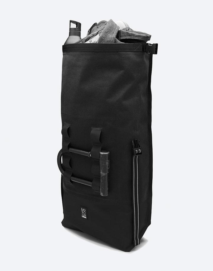 Chrome Industries — městský cyklistický batoh — Urban Ex Rolltop 28 l — urban cyclist backpack — černý