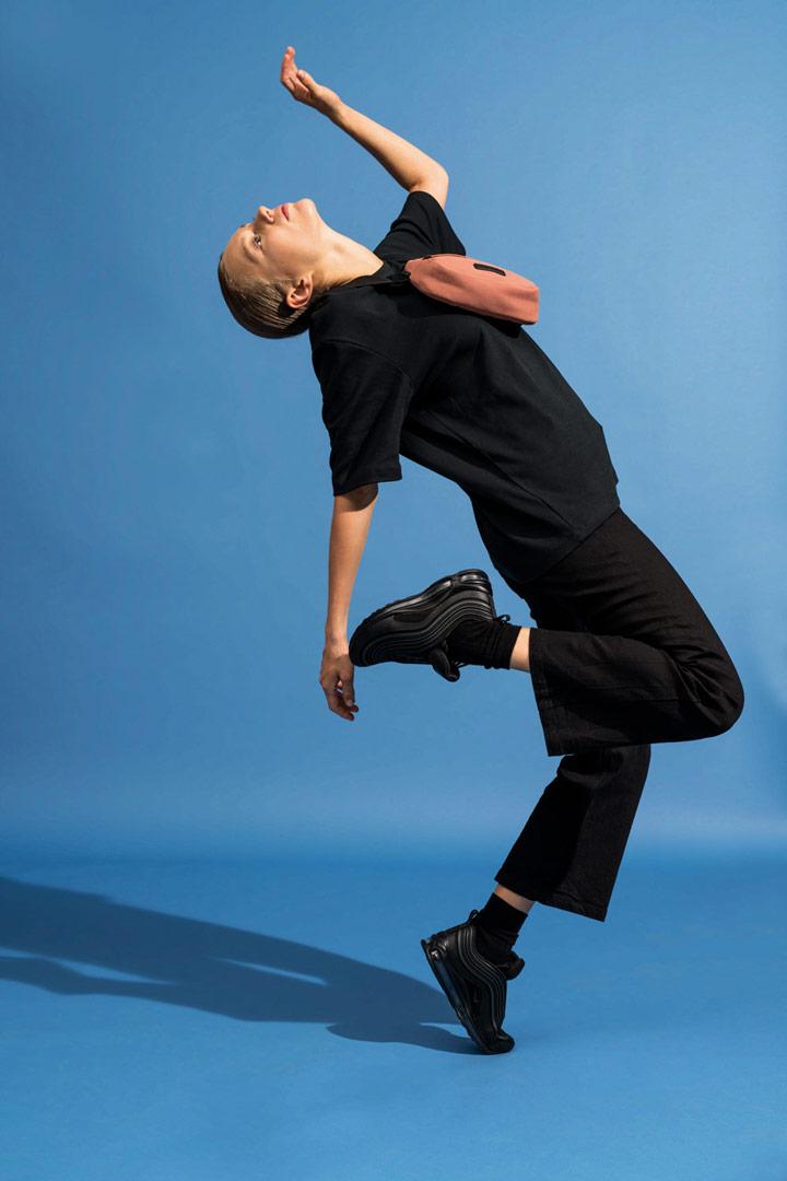 Ucon Acrobatics — ledvinka z umělého semiše — hnědá, lososová — Jacob Bag — vegan, sustainable