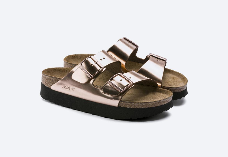 Birkenstock — pantofle na platformě — dámské — Arizona Platform — letní korkové nazouváky — měděné, metalické