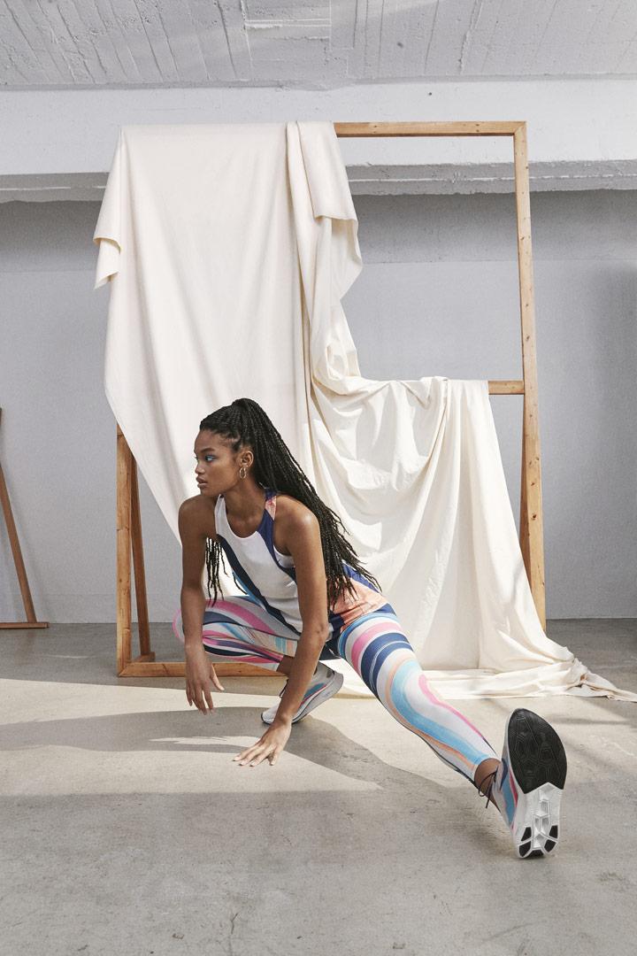 Nike Running Women — barevné běžecké legíny