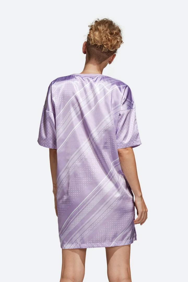 adidas Originals Trefoil — dámské šaty s geometrickými vzory — letní — lesklé saténové — sportovní — světle fialové