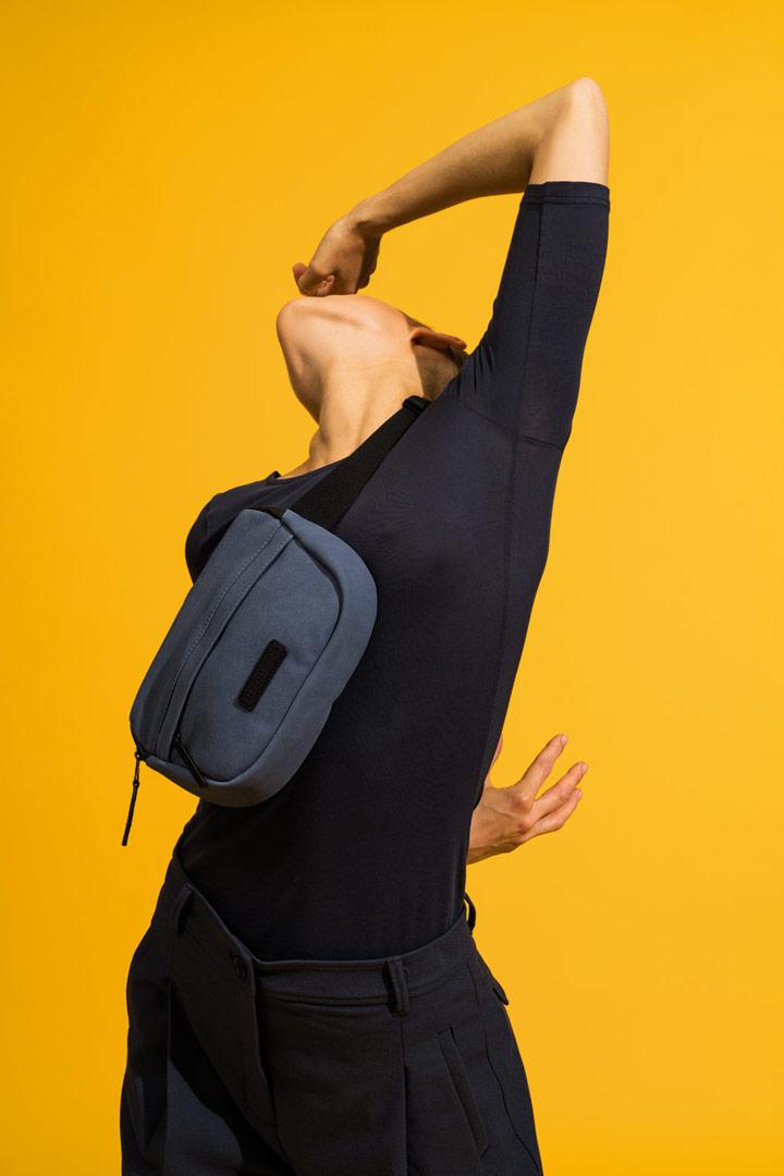 Ucon Acrobatics — modrá ledvinka z umělého semiše — modrá — Jacob Bag — vegan, sustainable
