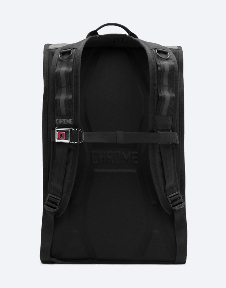 Chrome Industries — městský cyklistický batoh — Barrage Cargo — urban cyclist backpack — černý — zadní pohled