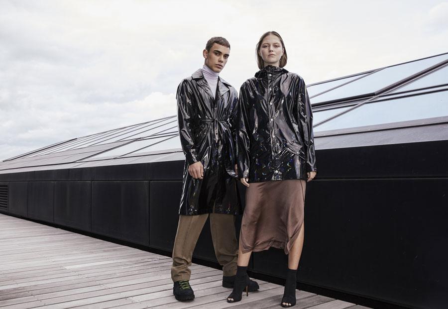 Rains — Holographic — pršipláště, nepromokavé bundy, trenčkoty, batohy, tašky