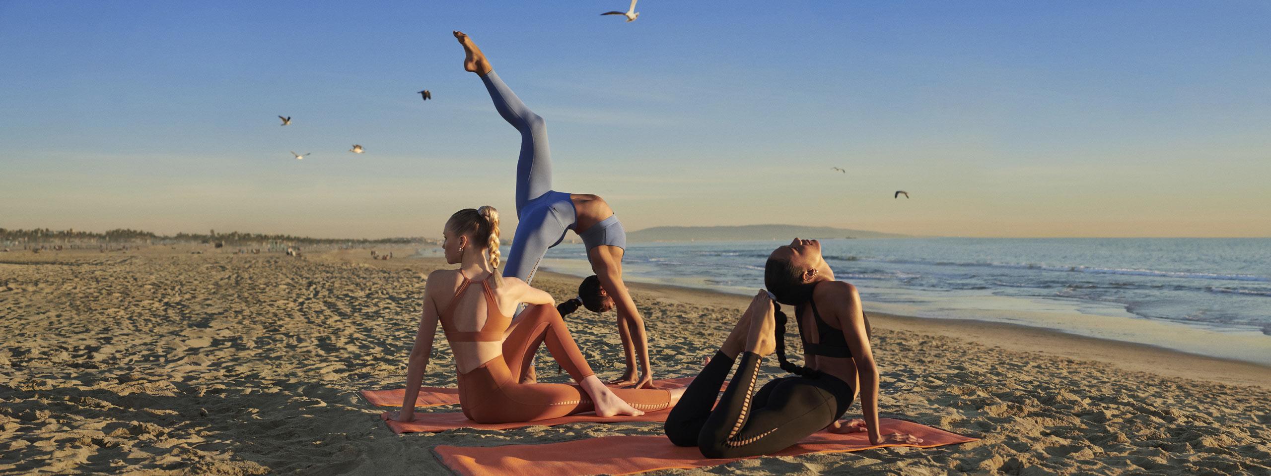 Nike — oblečení na jógu — legíny — sportovní podprsenky — yoga apparel