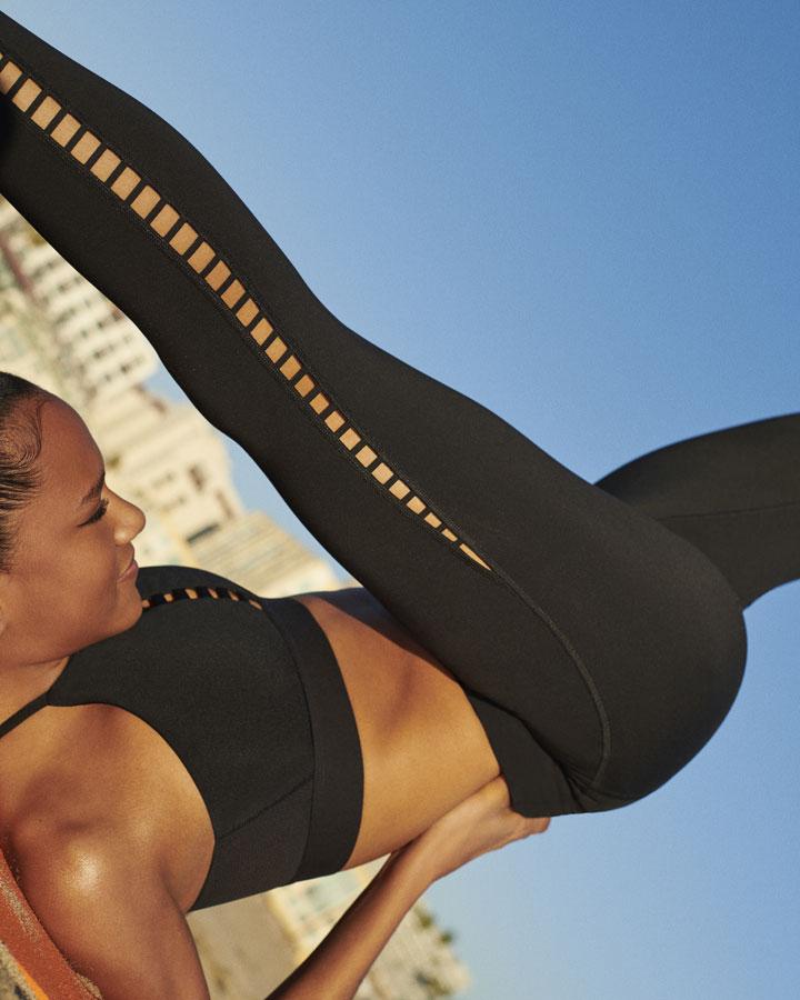 Nike — černá sportovní podprsenka na jógu — černé legíny a jógu — oblečení na jógu — yoga apparel