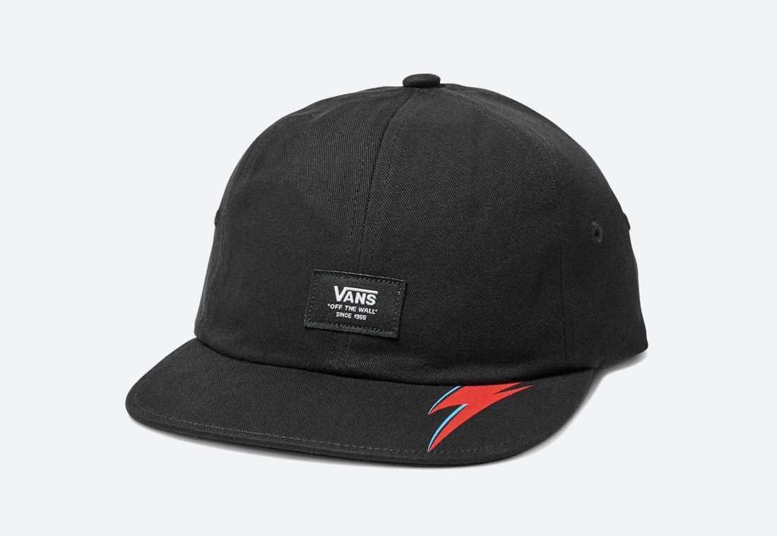 Vans x David Bowie — černá plátěná kšiltovka Vans x DB Aladdin Sane Jockey Hat