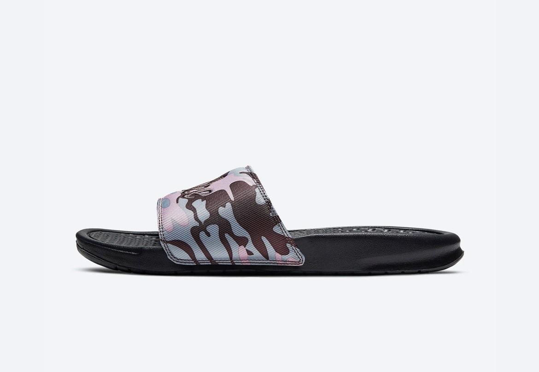 Nike Benassi JDI TXT SE — maskáčové pantofle — dámské — fialové — nazouváky