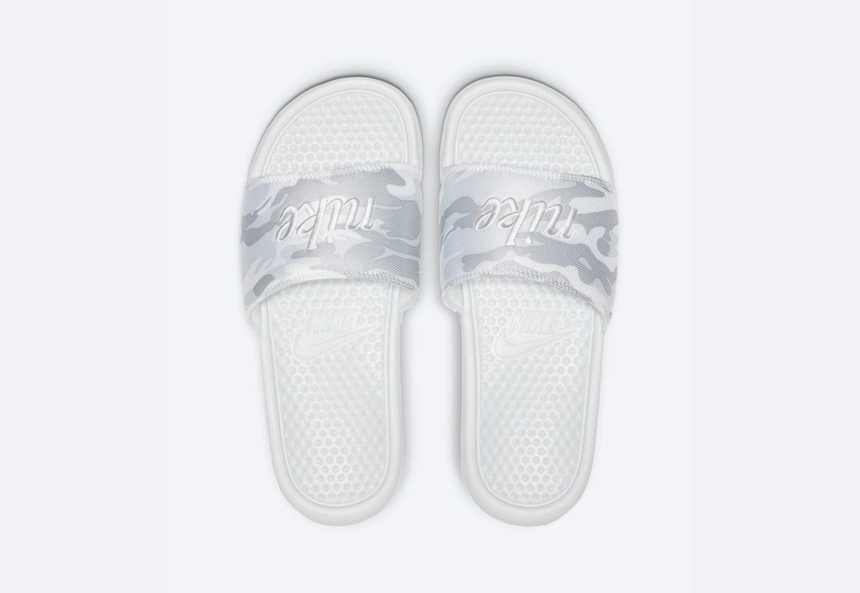 Nike Benassi JDI TXT SE — maskáčové pantofle — dámské — šedé — nazouváky