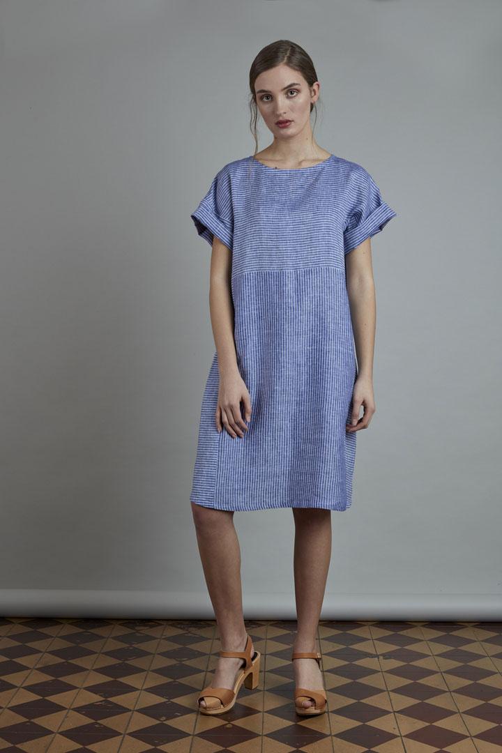 SISTERSCONSPIRACY — modré lněné šaty s proužky — letní — kolekce LEN