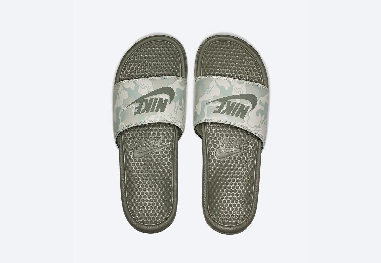 Nike Benassi JDI Printed — maskáčové pantofle — dámské — šedo-zelené — nazouváky