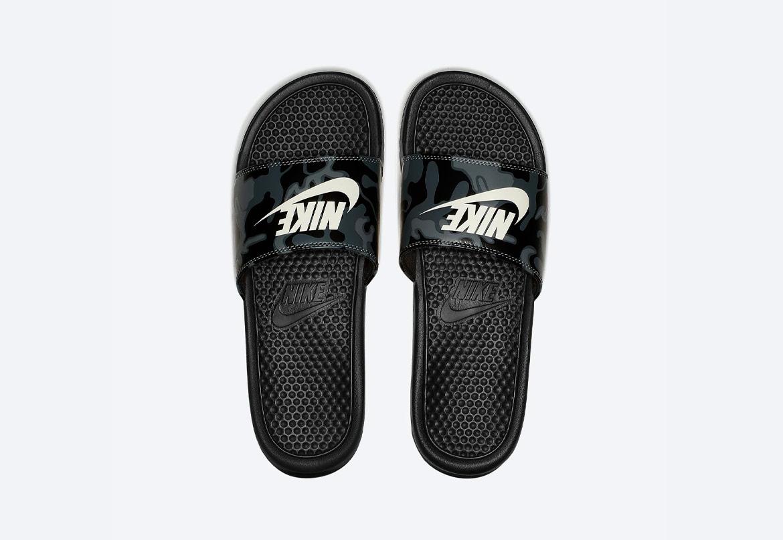 Nike Benassi JDI Printed — maskáčové pantofle — dámské — černé — nazouváky