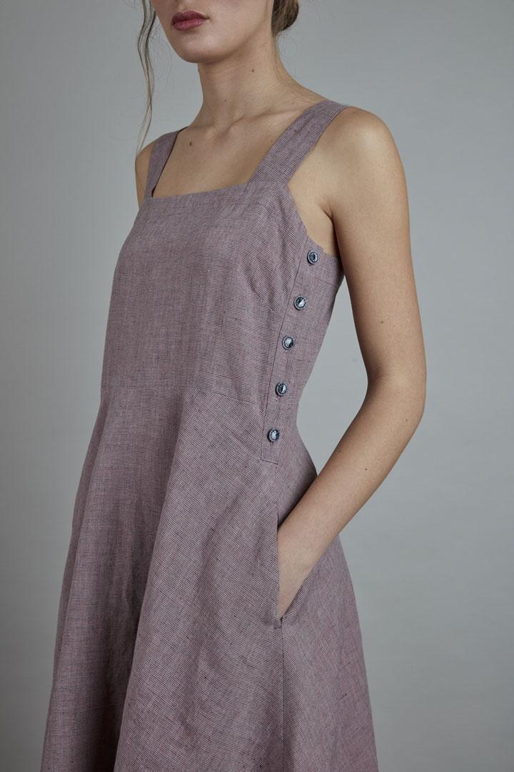 SISTERSCONSPIRACY — lněné letní šaty s ramínky a knoflíčky na bocích — světle fialové — kolekce LEN