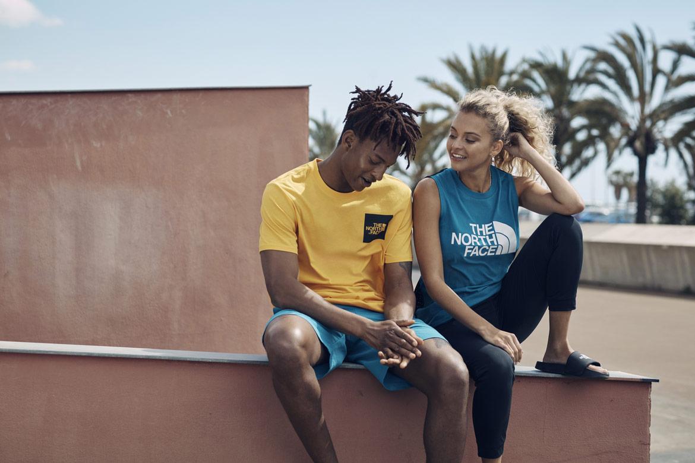 The North Face — Pacific Crest — žluté pánské tričko — modré dámské tričko bez rukávů