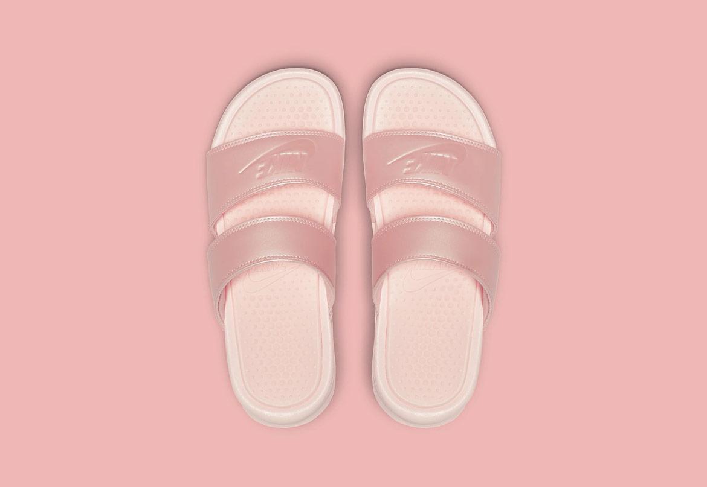 Nike Benassi Duo Ultra — dámské pantofle — růžové (pink) — nazouváky s dvojitým páskem