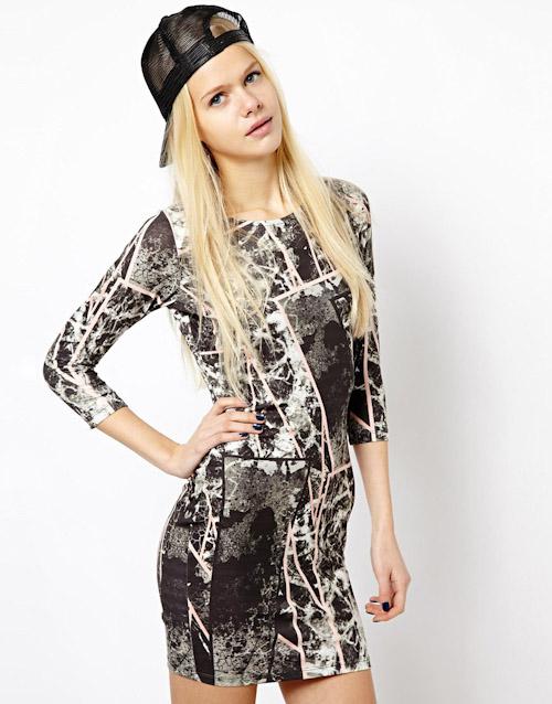Šaty Asos – krátké se vzorem