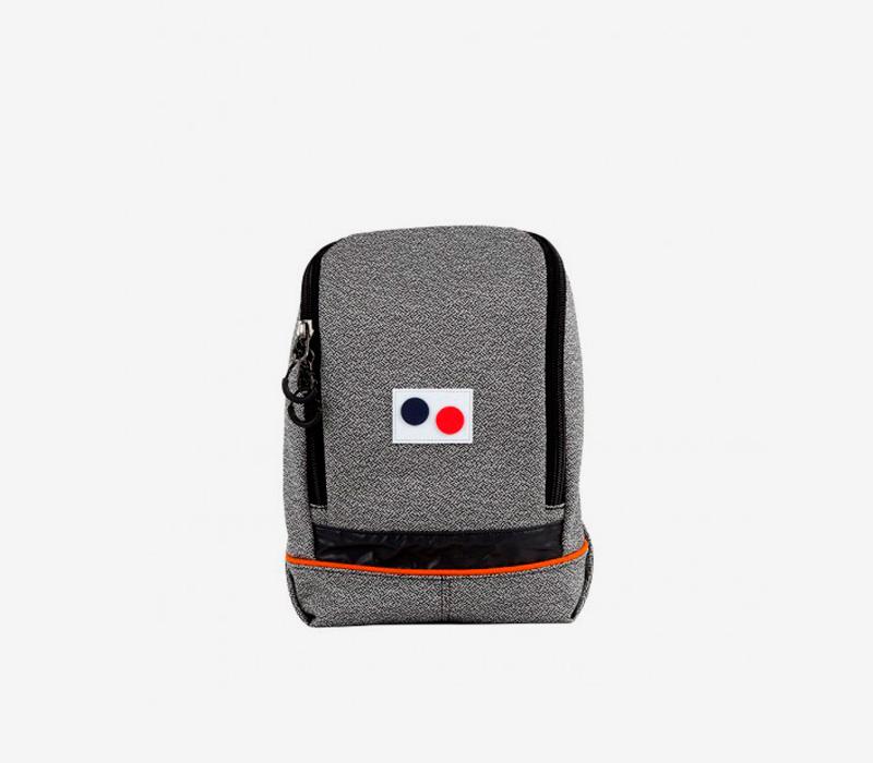 PINQPONQ — plátěný batoh z PET lahví — tmavě šedý — Okay Mini