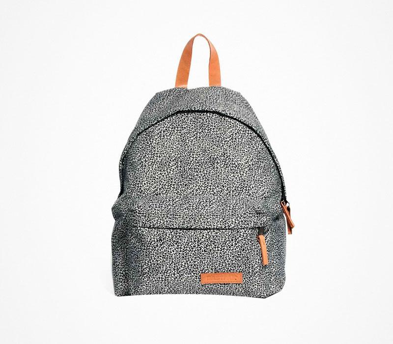 Plátěný batoh – Eastpak – bílo šedý ruksak se vzorem, na záda, stylový