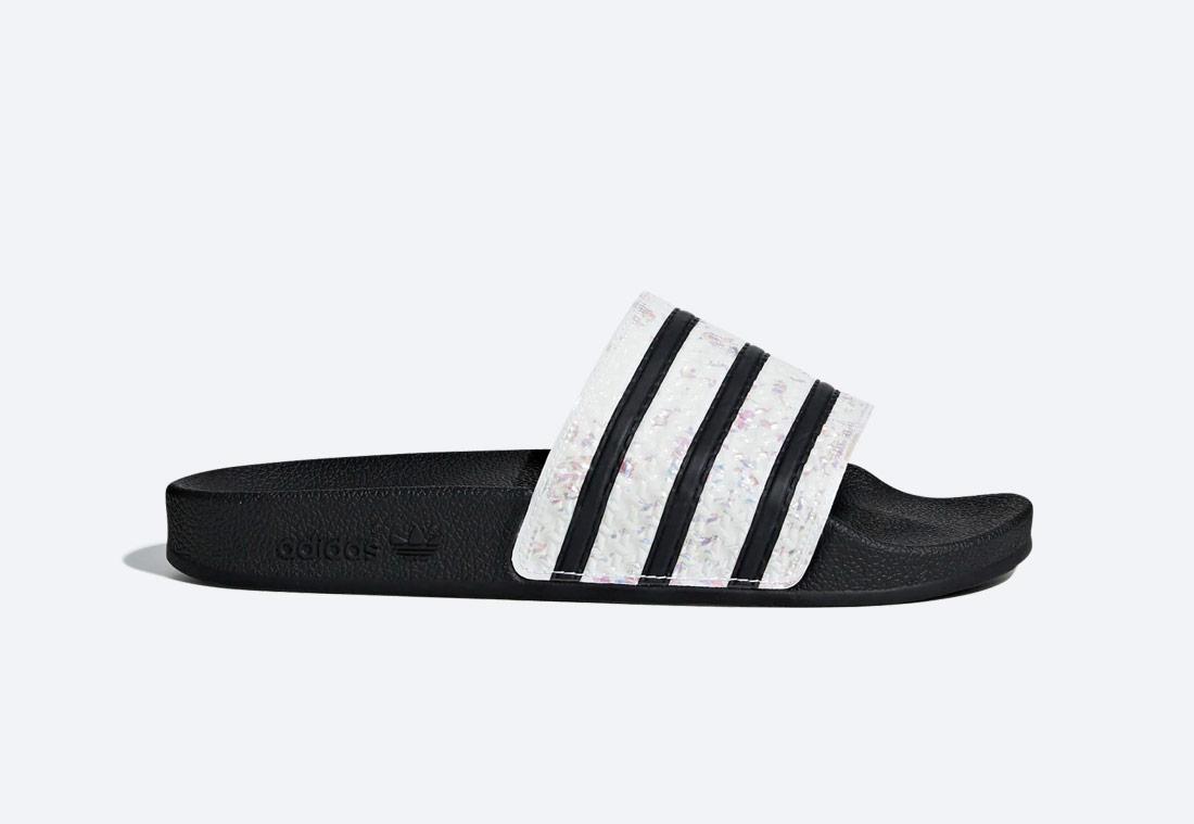 adidas Originals Adilette — dámské — pantofle — bílo-černé se vzorem — nazouváky — slides