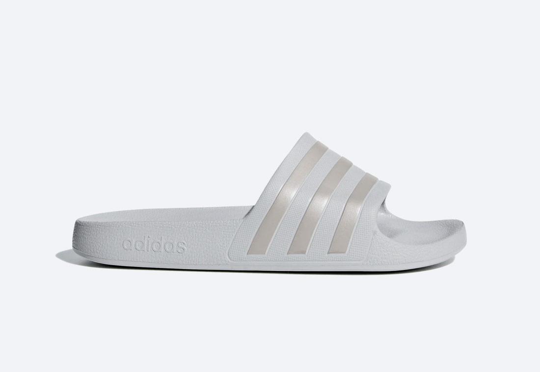 adidas Originals Adilette Aqua Essentials — pánské, dámské — pantofle — světle šedé — nazouváky — slides