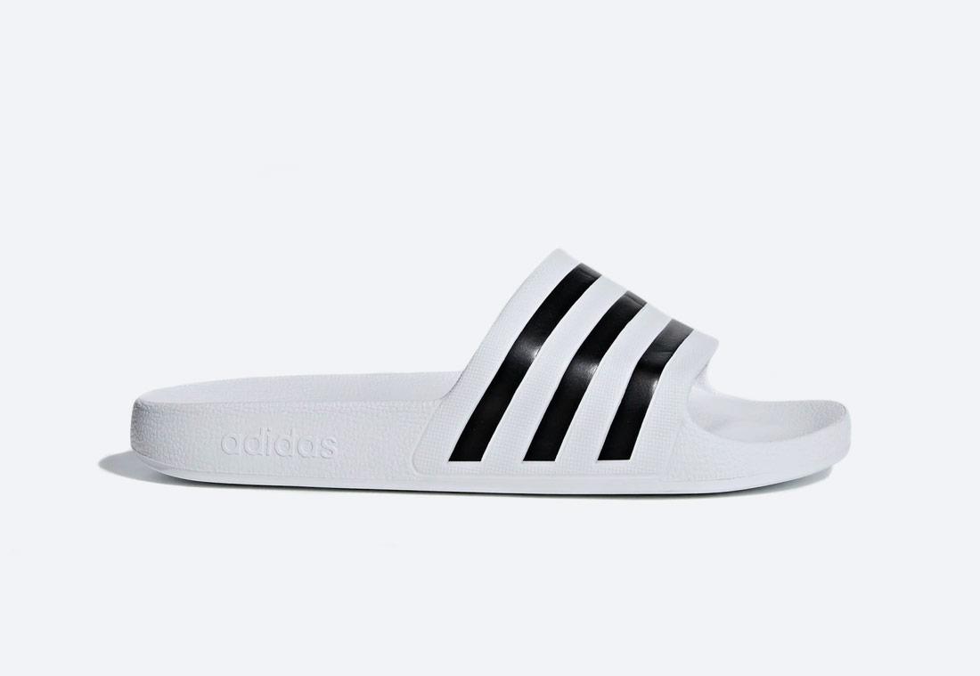 adidas Originals Adilette Aqua Essentials — pánské, dámské — pantofle — bílé — nazouváky — slides