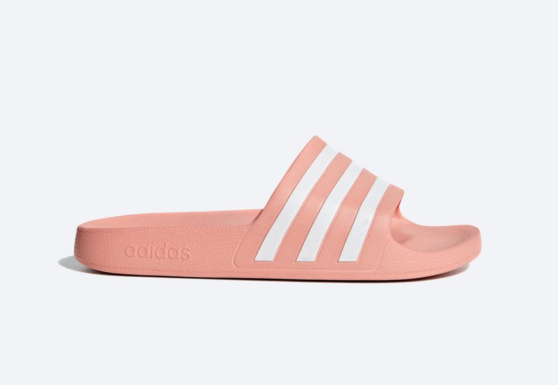 adidas Originals Adilette Aqua Essentials — pantofle — pánské, dámské — lososové, světle oranžové — nazouváky — slides