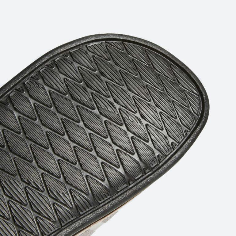 adidas Originals Adilette Cloudfoam Plus — pantofle — nazouváky — zlaté — dámské — slides — podrážka